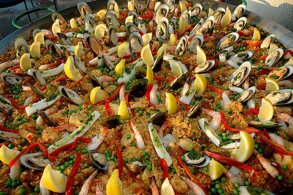 Paella Valenciana (image courtesy of daytondailynews.com