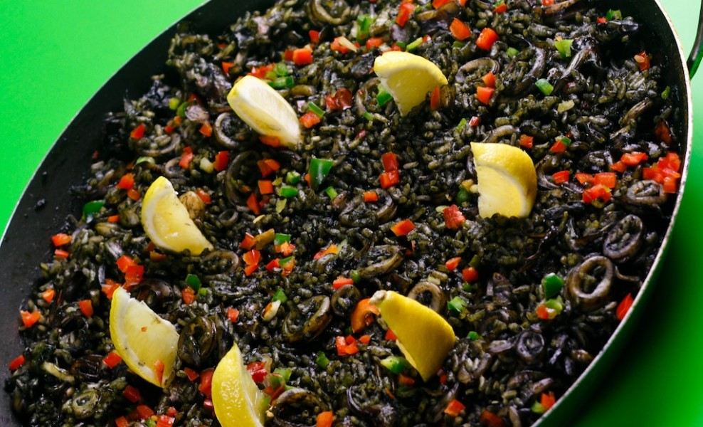 Paella Negra (image courtesy of piospaella.com)
