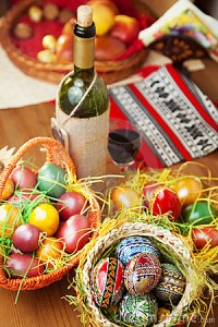easter-eggs-wine-ornaments-table-13607647